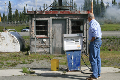 Checking out an old gas pump by an old roadhouse where we stopped to have lunch.