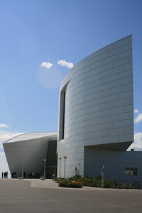 The architect tried to evoke glaciers and a whale's tail.